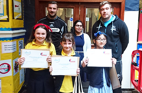 Glasgow Warriors with winners of volunteers' postcard competition
